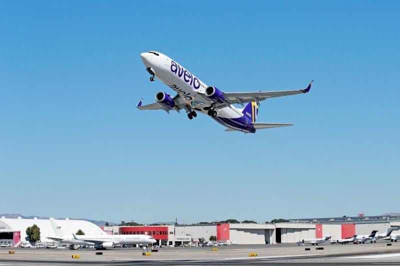 Burbank Boeing 737 take-off
