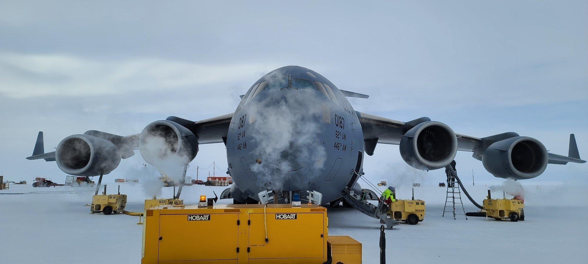 USAF C-17A McMurdo Station Antarctica [USAF/Maj Tyler Boyd]