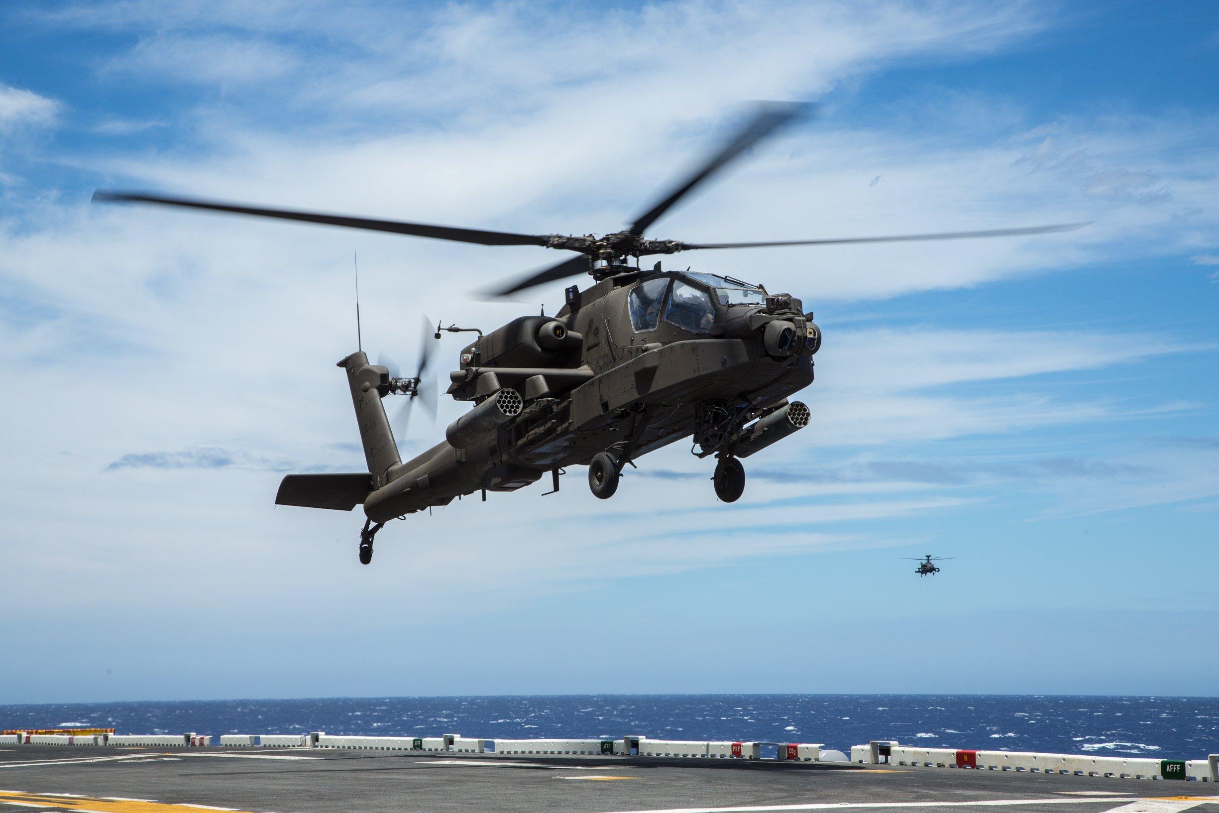 AH-64E lands aboard USS Peleliu [US Army/Chief Warrant Officer 3 Mark Leung]