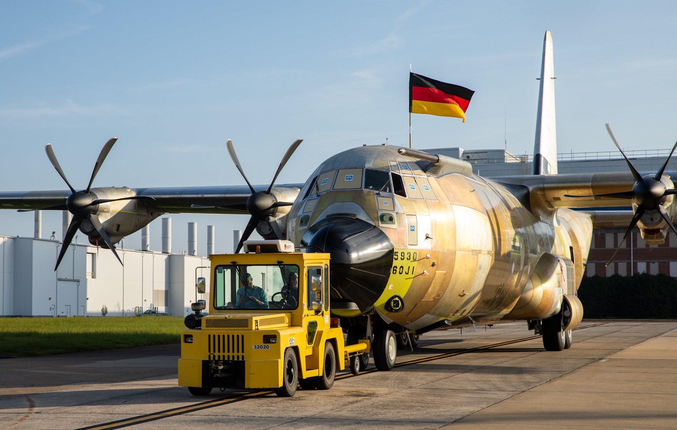 First German C-130J-30 rolls off production line 22-7-21 [Luftwaffe]