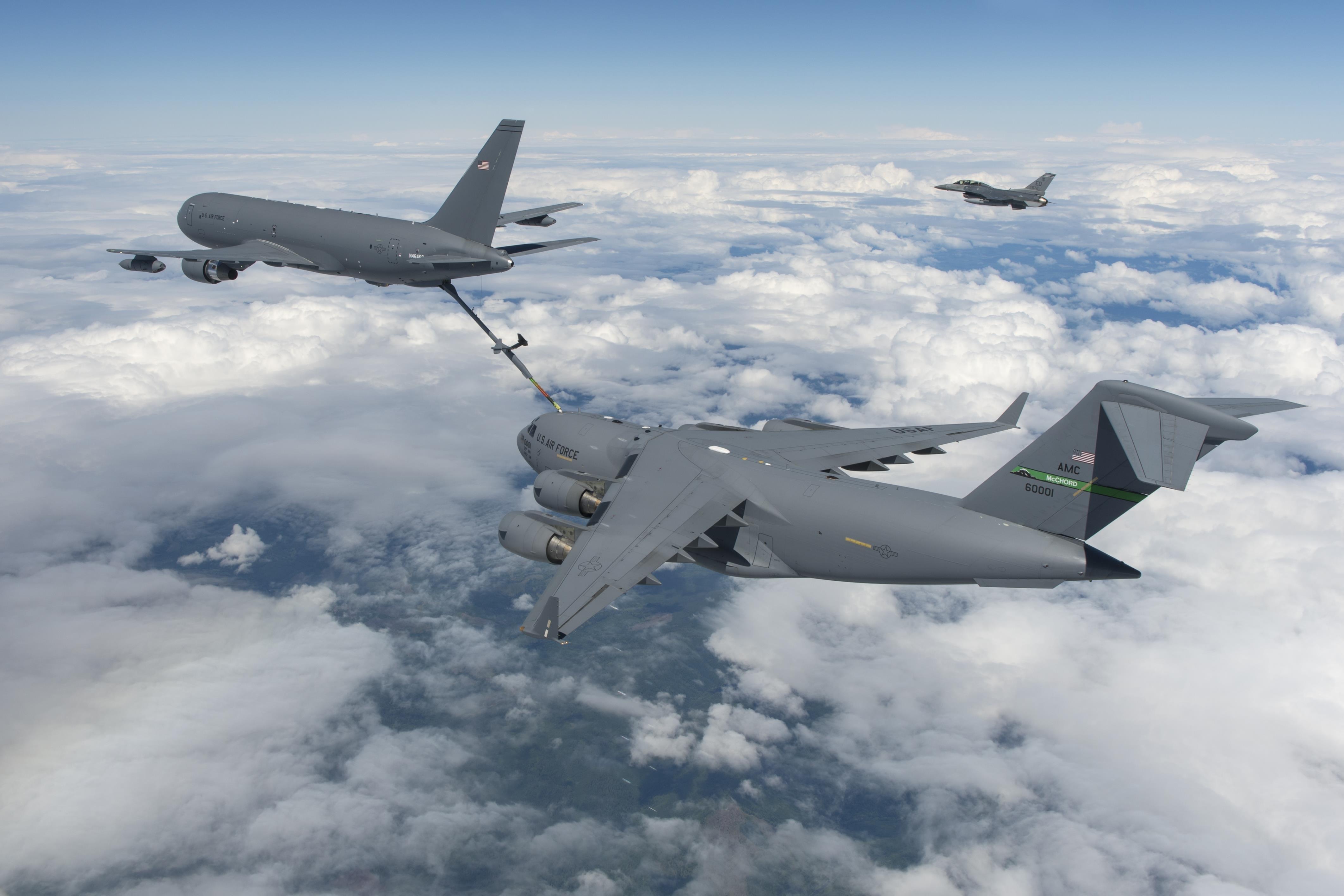 KC-46A refuels USAF C-17A 12-07-16 [Boeing/Paul Weatherman]
