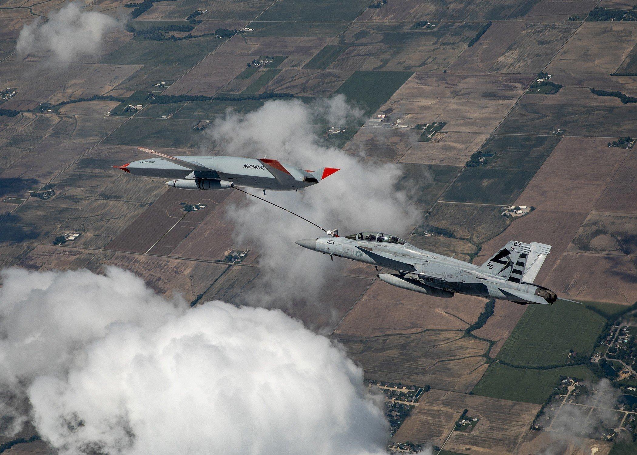 MQ-25A refuels F/A-18F [Boeing/Kevin Flynn]