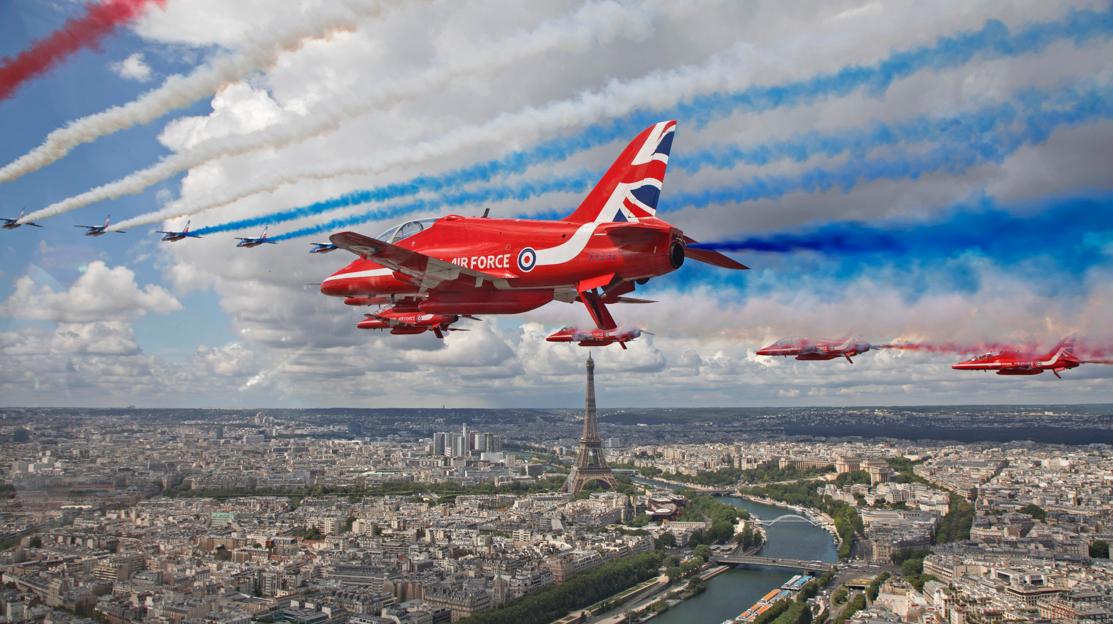 RAFAT Red Arrows and Pat de France [MoD Crown Copyright - Cpl Adam Fletcher]