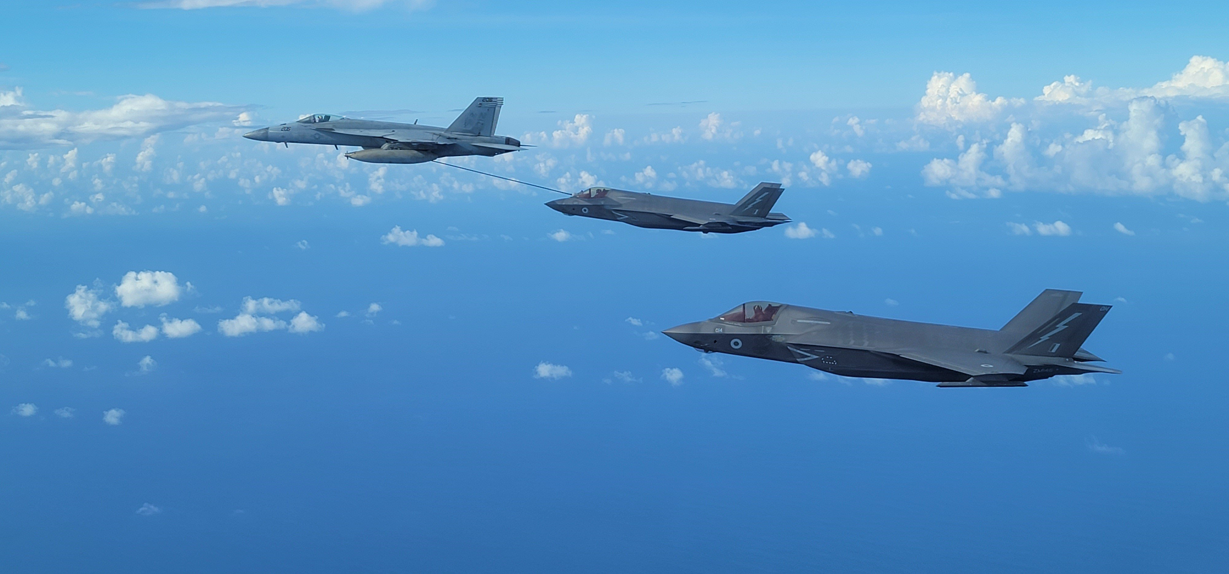 US Navy FA-18E Super Hornet refuels RAF F-35B in Indo-Pacific 10-21 [US Navy]