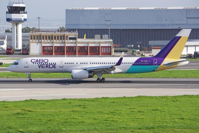 Cabo Verde Boeing 757 at Lisbon